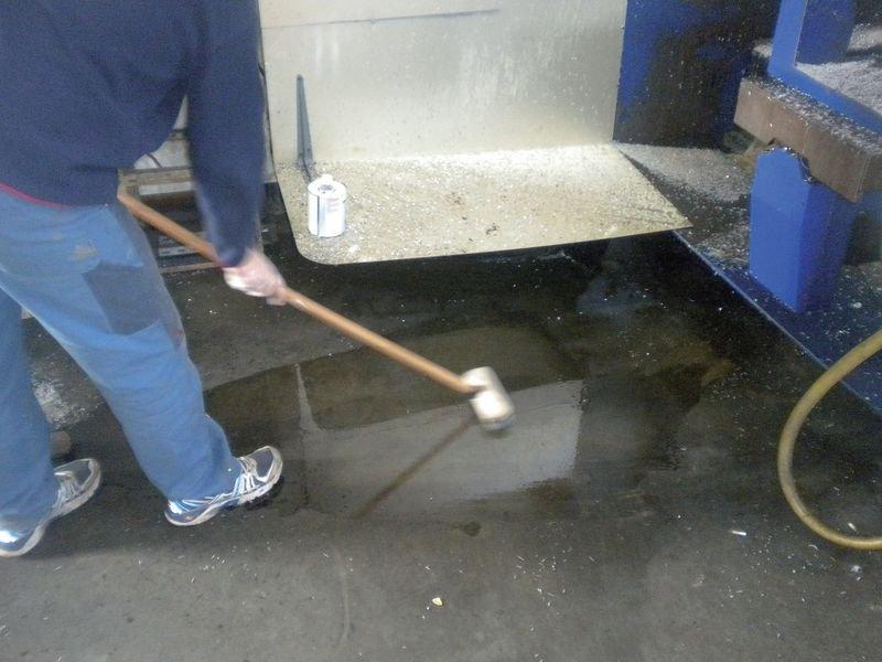 Dégraissant pour sol en bidon de 5 l avant la mise en peinture - Marquage au sol : peinture, pochoirs, clous
