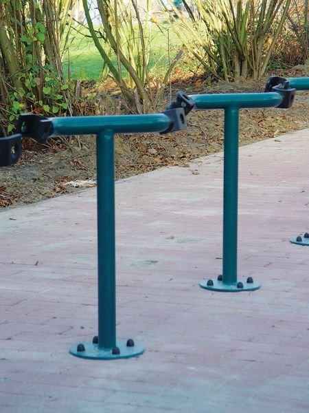 Range vélos à pinces sur pieds pour fixation du vélo par le cadre - Seton