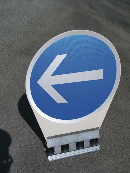Panneau autorelevable - Obligation de tourner à gauche - Seton