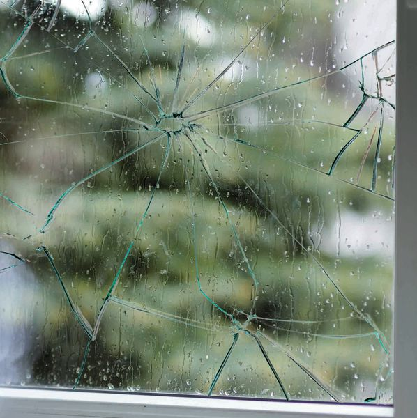Film de sécurité adhésif pour vitres