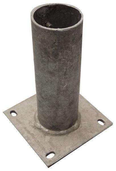 Fourreaux à platine pour fixation de poteaux