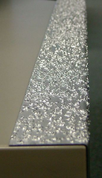 Nez de marche antidérapants en acier galvanisé ou acier inoxydable