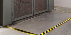 Délimitation zone de danger électrique avec marquage au sol