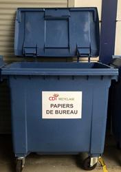 Conteneur poubelle bleu pour papiers de bureau
