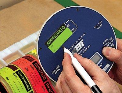 Etichette di controllo in carta fluorescente personalizzabili online - Etichette e targhette di manutenzione