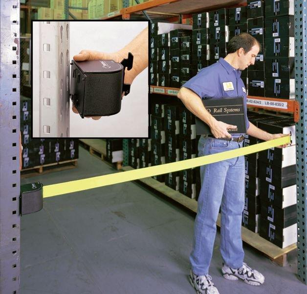 Avvolgitore con nastro retrattile per l'industria - Paletti di delimitazione per magazzino