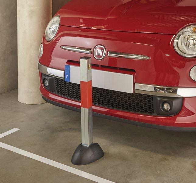 Paletto per parcheggio ribaltabile a chiusura automatica