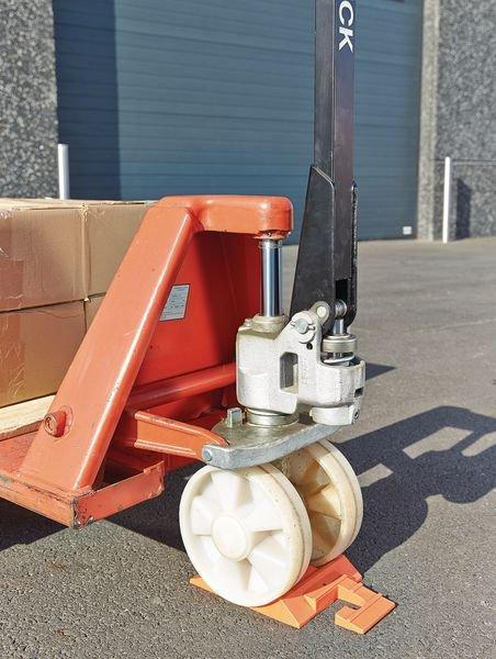 Cuneo blocca ruota per transpallet