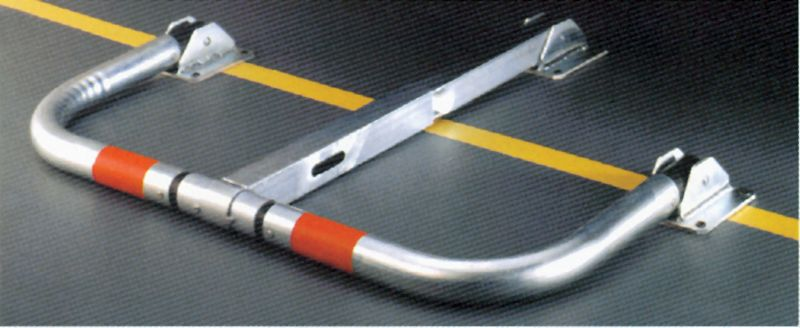 Barriera per parcheggio ribaltabile con ammortizzatori