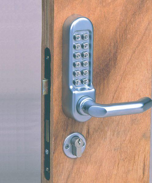 Serratura e maniglia per porte con codice meccanico