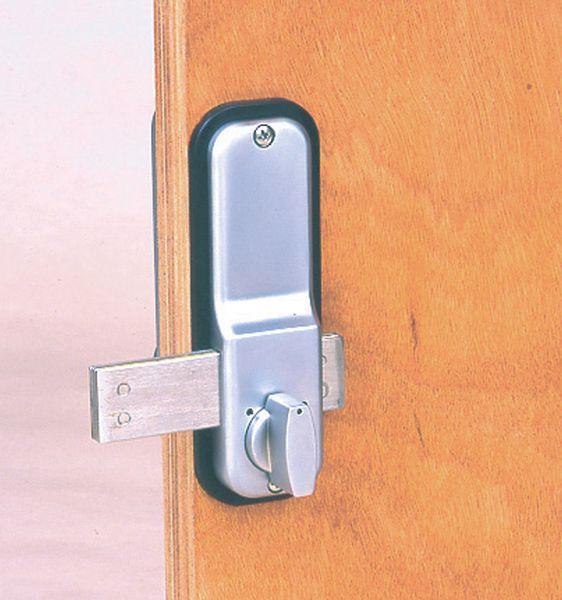 Serratura e chiavistello per porte con codice meccanico