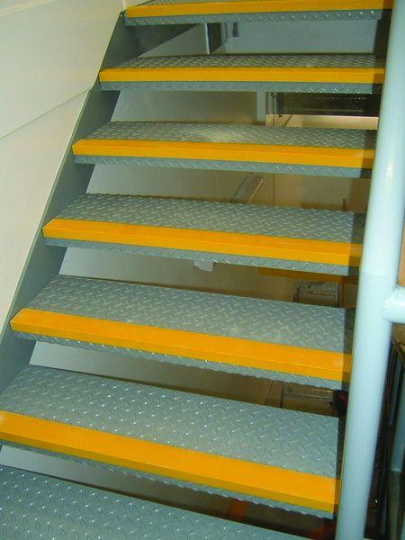 Profilo per gradini in fibra di vetro ad alta visibilità Edgegrip