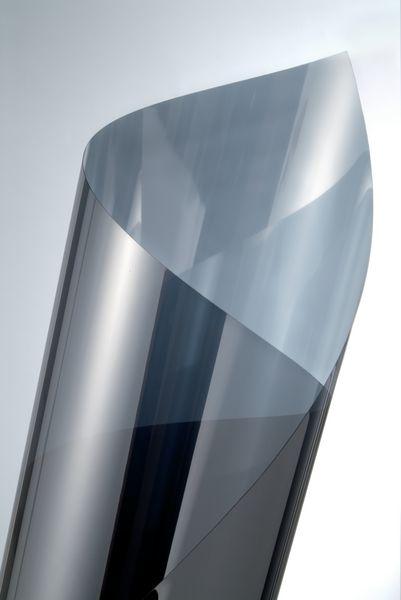 Pellicola adesiva a specchio per vetri