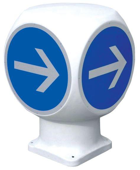"""Colonnina rotatoria a 4 facciate """"Obbligo di passaggio a destra prima del cartello"""""""