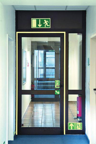 Segnaletica fotoluminescente per porte e corridoi in alluminio