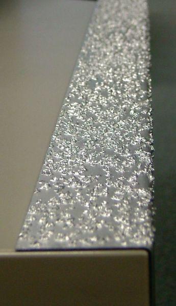 Profilo antiscivolo per gradini in acciaio galvanizzato o inossidabile