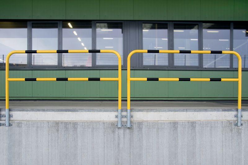Barriere per banchina amovibili in acciaio con fissaggio a muro