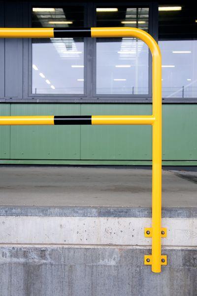 Barriere per banchina in acciaio con fissaggio a muro permanente