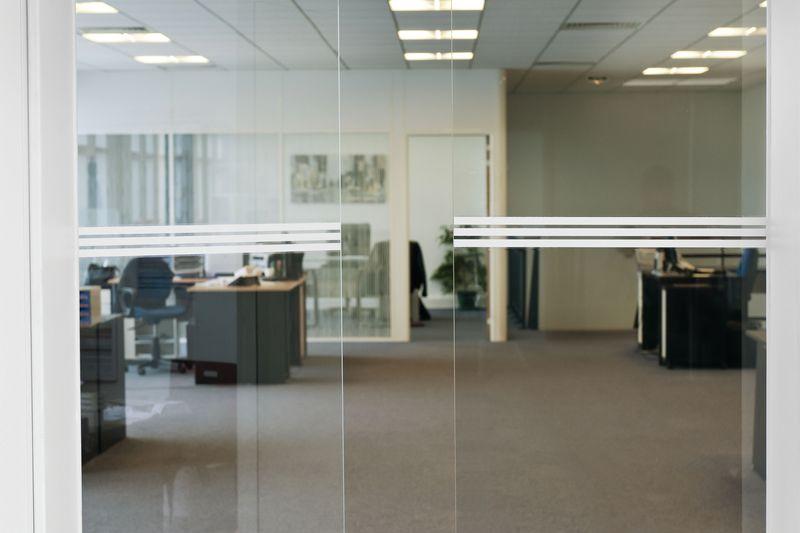 Banda di segnalazione per superfici in vetro