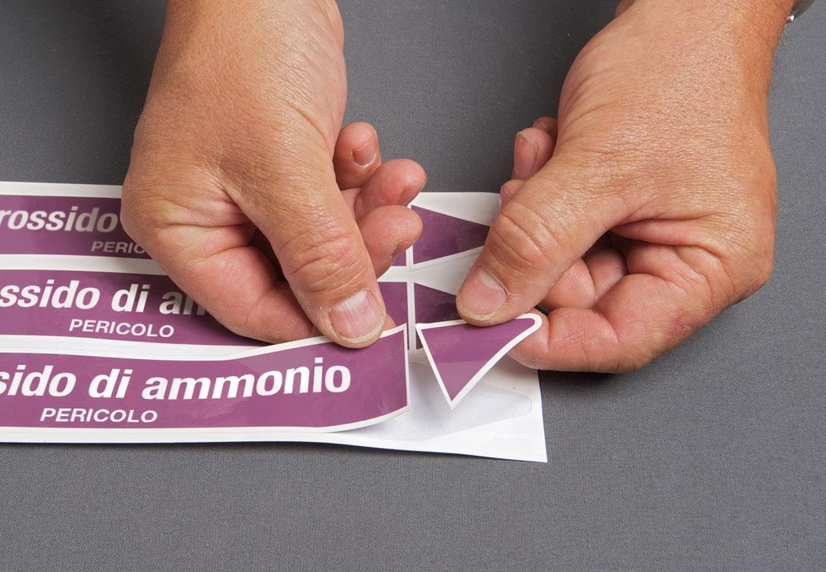 Etichette per tubazioni pretagliate su scheda