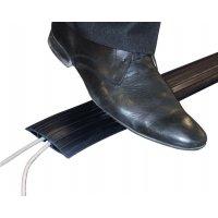 Zwarte, soepele kabelbrug met antislipribbels