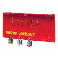Rode sleutelkast met venster, beveiligd met hangslot