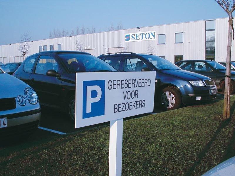 Aluminium parkeerborden op paal - Gereserveerd voor bezoekers - Seton