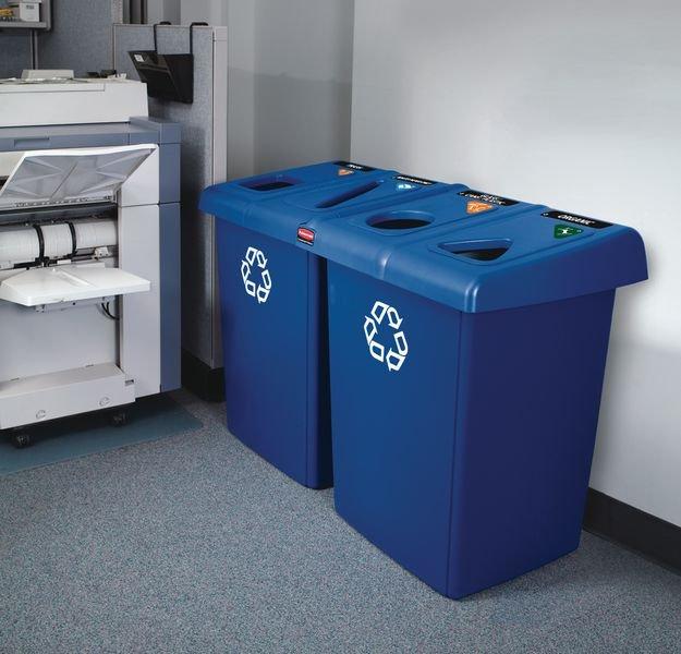 Geheel van blauwe vuilnisbakken voor afvalscheiding - Seton