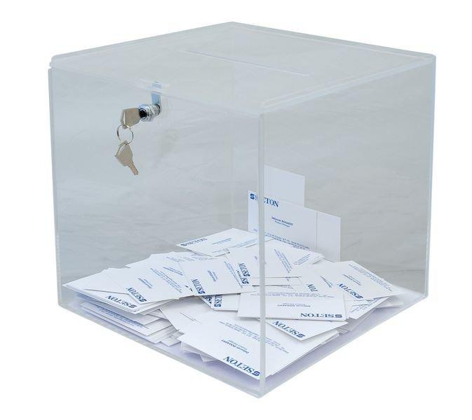 Transparante kubus voor het verzamelen van badges