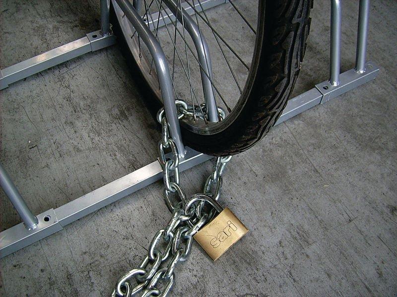 Modulaire fietsklem voor grond- of muurbevestiging - Parking fietsen en motors