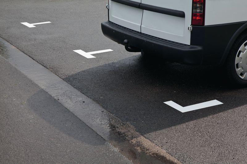 Tijdelijke belijning voor parkeerplaatsen