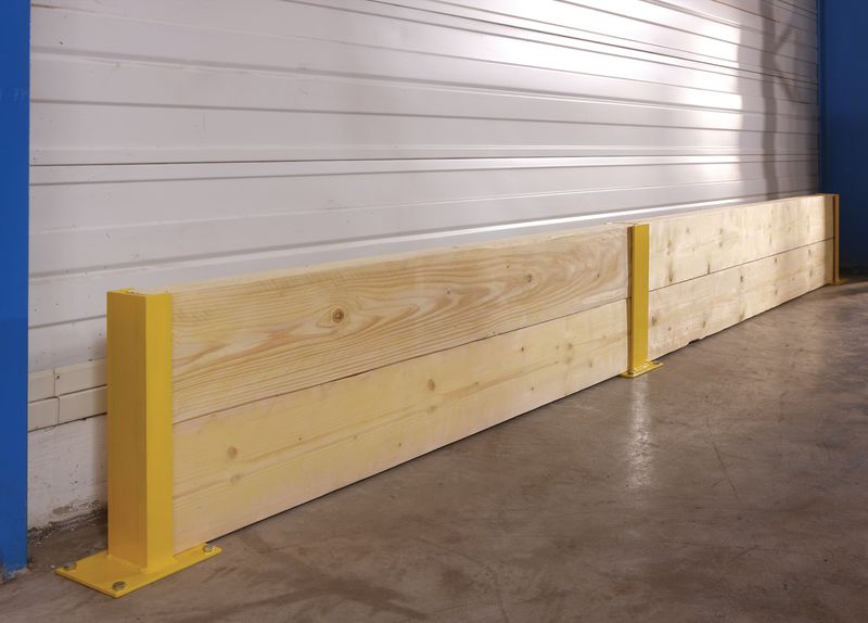Dennenhouten plank voor stalen rekbescherming