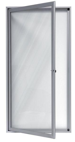 Vitrines voor buiten, met kantelende of opendraaiende deur