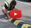 Hoe een verkeersdrempel bevestigen