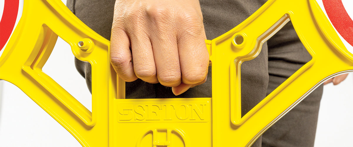 Vervoer van het roterend signaleringsbord Seton 360