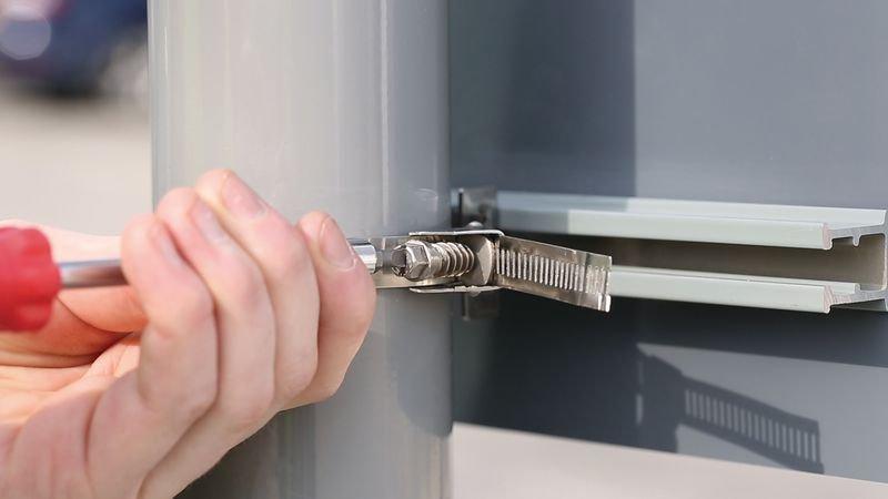 Posts & Fixings - Screwband Fixing