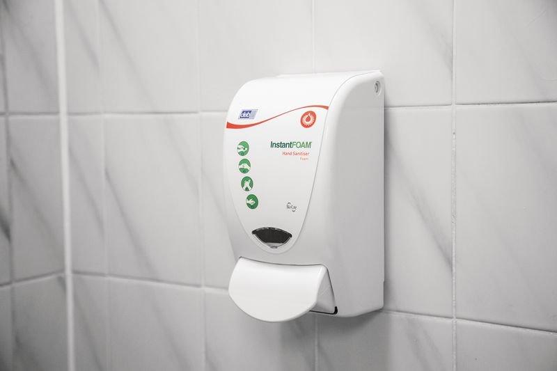 Deb InstantFOAM® Hand Sanitiser Manual Dispenser - Washroom Products