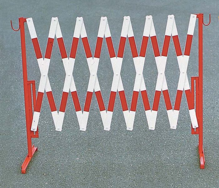 Heavy-Duty Extending Trellis Barriers