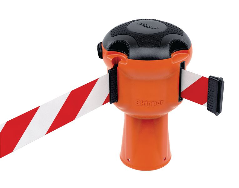 Skipper™ Retractable Barrier System